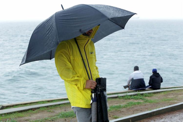 Até o próximo domingo, 7, são esperadas pancadas de chuvas fracas e moderadas na capital baiana - Foto: Uendel Galter | Ag. A TARDE