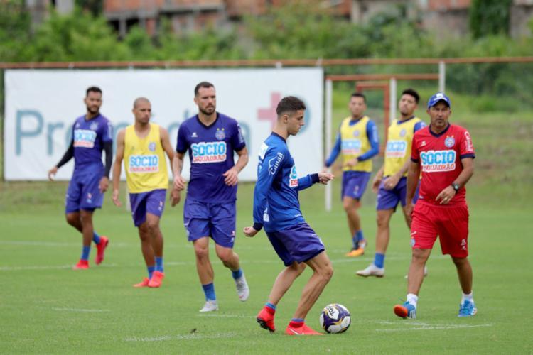 Claudinho (1º à dir.) assume até a chegada do substituto de Enderson - Foto: Felipe Oliveira l EC Bahia