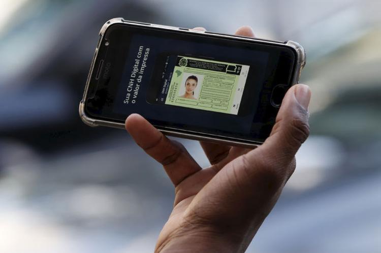As mudanças, que devem incluir o aumento do tempo de validade da carteira de cinco para dez anos, serão feitas por um projeto de lei - Foto: Adilton Venegeroles l Ag. A TARDE
