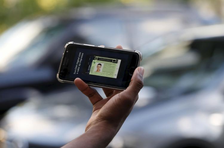 Projeto do governo também prevê aumentar validade da carteira de motorista para 10 anos - Foto: Adilton Venegeroles l Ag. A TARDE