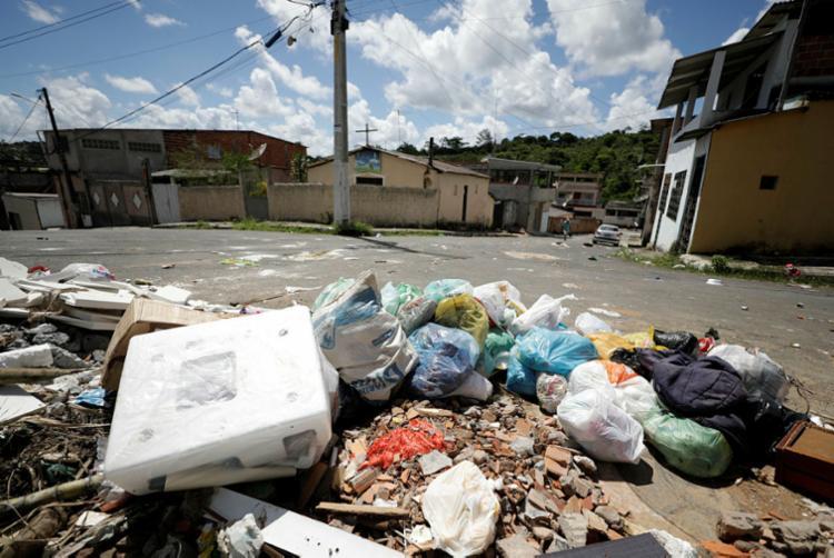 Lixo fica acumulado no Jardim Eldorado - Foto: Joá Souza | Ag. A TARDE