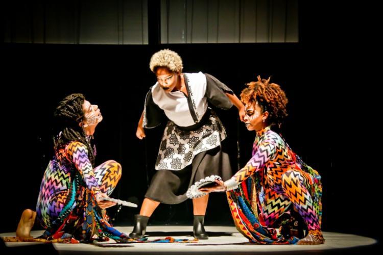 Espetáculo é composto majoritariamente por negros - Foto: Adeloya Magnoni | Divulgação
