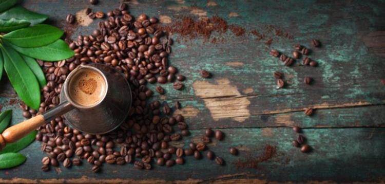 Consumo médio anual por pessoa é de seis kg de café cru e 4,8 kg de café torrado e moído - Foto: Divulgação | Freepik