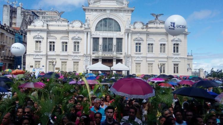 Procissão teve início na Praça 2 de Julho e seguiu até a Praça Municipal - Foto: Shirley Stolze   Ag. A TARDE