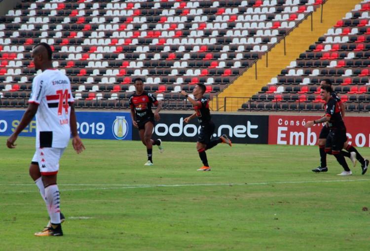 Caíque Silvio marcou o único gol do Rubro-Negro na partida - Foto: Moyses Suzart | EC Vitória