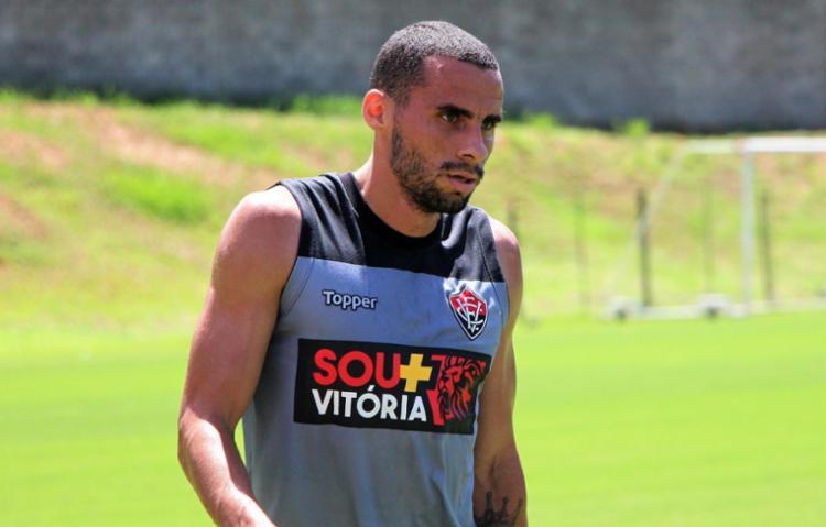 Volante tem 25 anos tem contrato com o Leão até o fim da temporada - Foto: Maurícia da Matta | EC Vitória