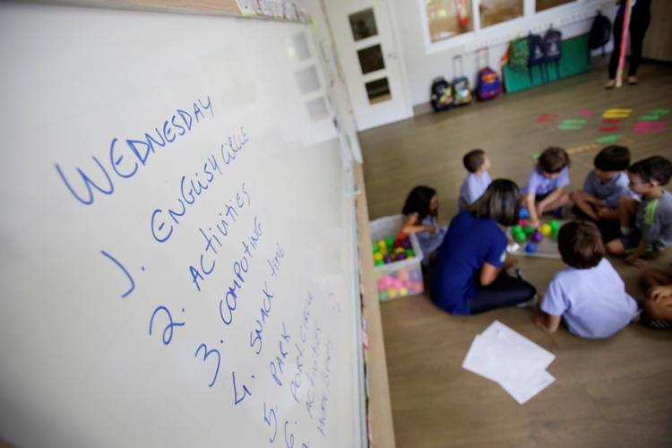 Fundada há 60 anos, a Gurilândia tem programa com imersão parcial no inglês