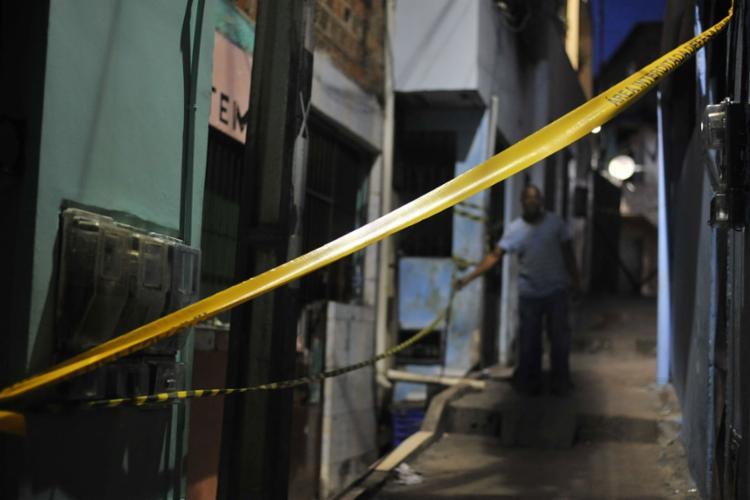Após explosão, moradores precisaram deixar suas casas por uma questão de segurança - Foto: Felipe Iruatã l Ag. A TARDE