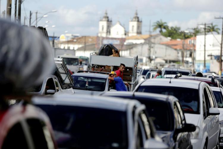 Motoristas e pedestres esperam até 3h na fila nos dois terminais do Ferry - Foto: Raul Spinassé | Ag. A TARDE