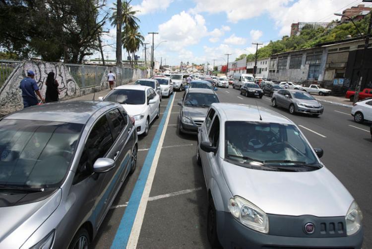 Fila para veículos chega a 2h30 no Terminal Bom Despacho - Foto: Luciano da Matta   Ag. A TARDE