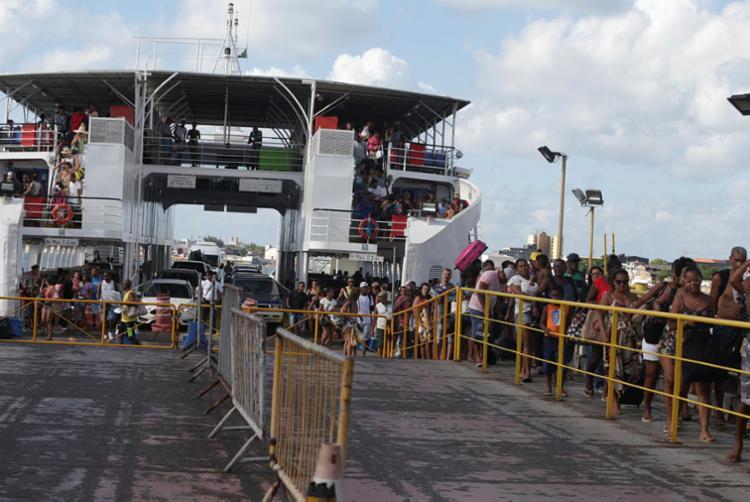 Passageira passou mal dentro do ferry Ana Nery - Foto: Tiago Caldas | Ag. A TARDE