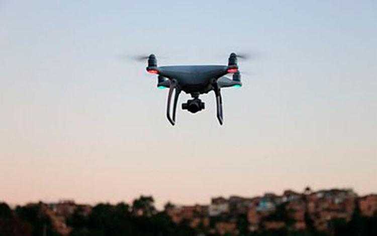 Pouso e voo de drones precisam ter uma distância mínima de 30 metros de altura - Foto: Alberto Maraux | SSP