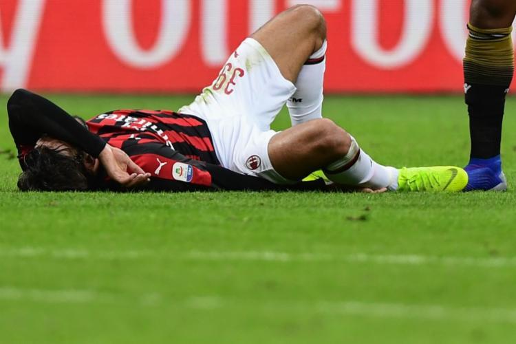 O meia deixou o gramado aos 41 minutos do primeiro tempo, após sofrer forte torção no tornozelo direito - Foto: Miguel Medina | AFP