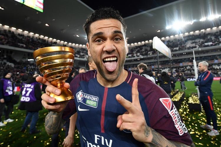 Daniel Alves é, atualmente, o jogador mais vencedor do futebol mundial - Foto: Franck Fife | AFP
