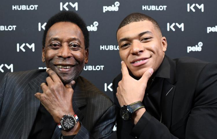 O encontro entre Pelé e Mbappe estava programado para o ano passado, mas teve de ser adiado por problemas de saúde do brasileiro - Foto: Divulgação | AFP