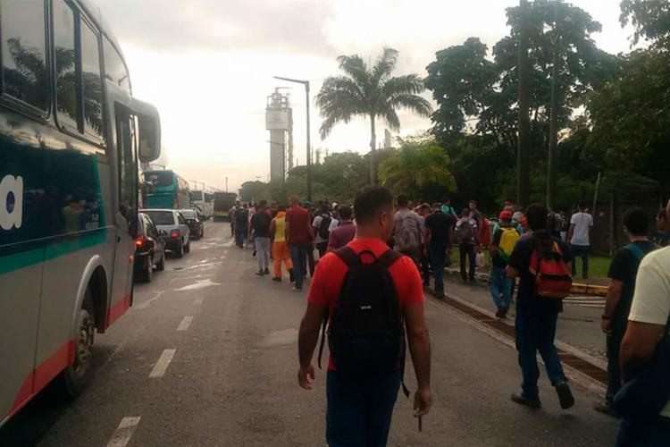 Manifestação acontece no acesso ao Pólo Petroquímico de Camaçari - Foto: Cidadão Repórter   Via WhatsApp