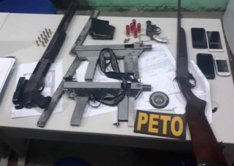 Armas e munições foram encontradas no veículo - Foto: Divulgação | CPRL