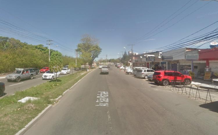 A polícia militar fazia ronda no local e foi alertada sobre uma denúncia de roubo em uma mercearia - Foto: Google Maps | Reprodução