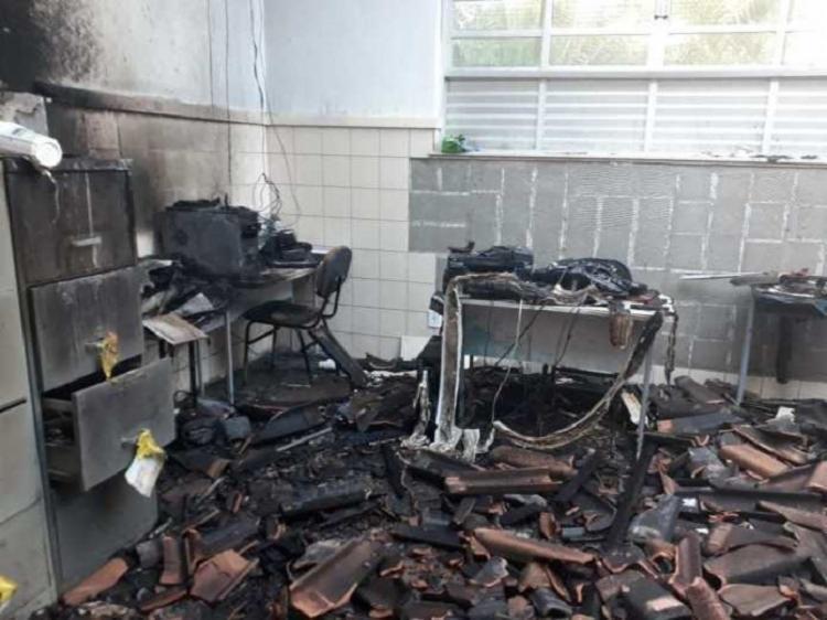 O incêndio aconteceu na madrugada desta segunda-feira, 22, na Escola Municipal Blandino Severo Batista - Foto: Divulgação | Reporter Coragem