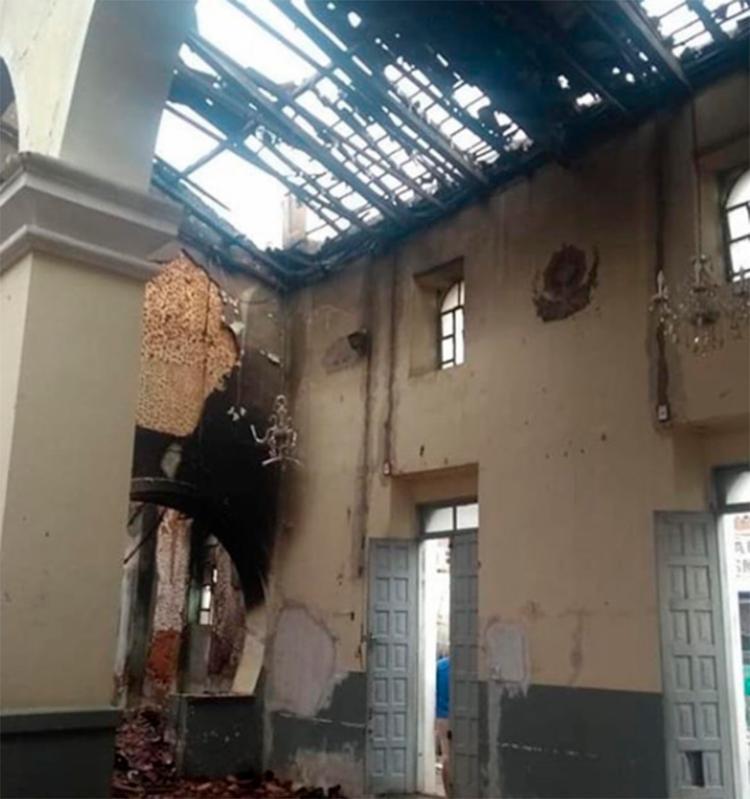 Teto da Igreja ficou completamente destruído