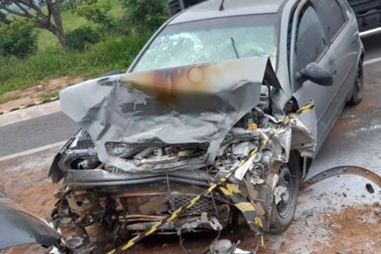 Parte frontal de um dos veículos ficou completamente destruída