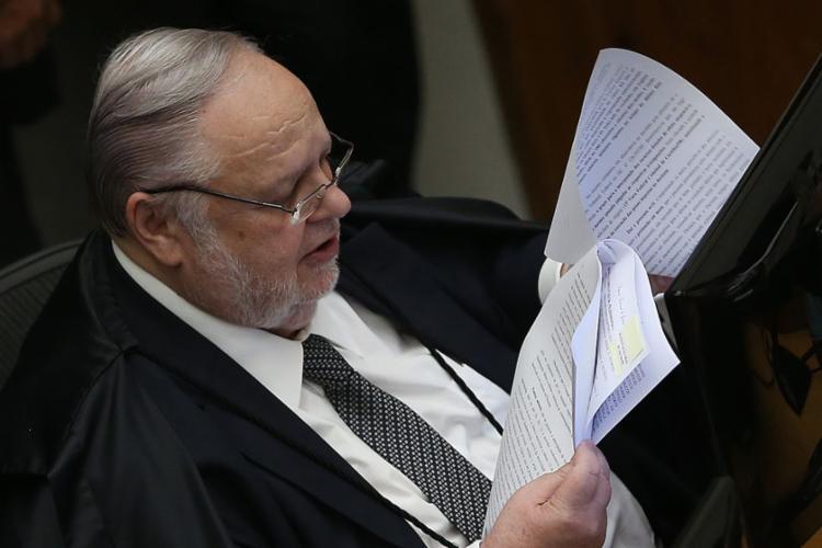 Fischer fez uma leitura resumida das mais de 170 páginas do voto - Foto: José Cruz   Agência Brasil
