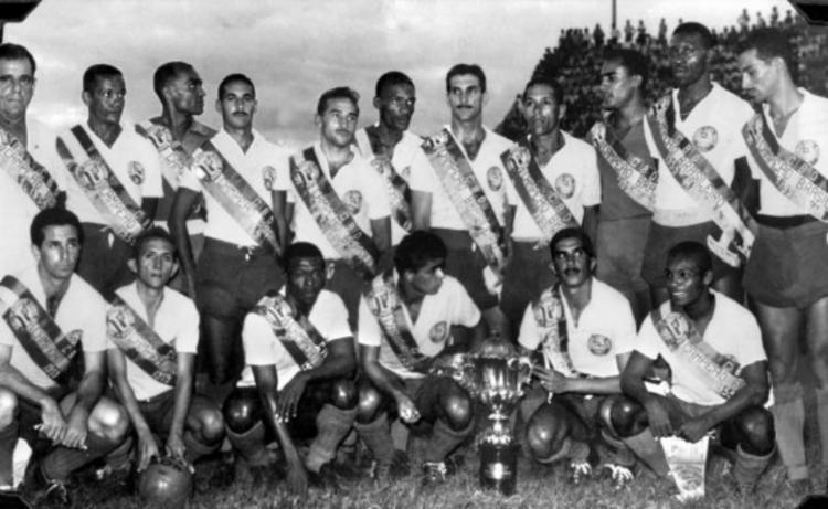 Equipe tricolor que conquistou a primeira edição da Taça Brasil, contra o Santos de Pelé - Foto: Divulgação   EC Bahia