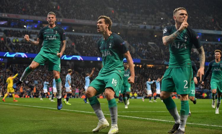 Llorente (C) marcou o gol que deu a vaga ao Tottenham - Foto: Anthony Devlin l AFP