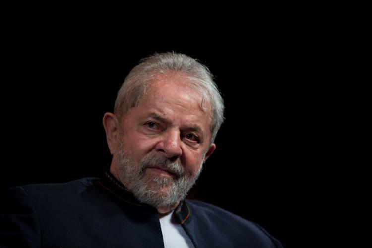 Lula tenta reverter sua condenação no processo do triplex - Foto: Mauro Pimentel | AFP