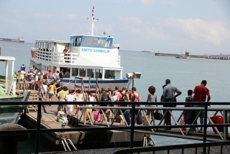 Maré baixa interfere nos horários e aumenta fluxo de passageiros - Foto: Joá Souza | Ag. A TARDE