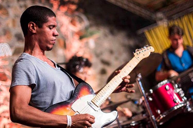 Guitarrista preparou show autoral que contará com participações especiais - Foto: Ligia Rizerio | Divulgação