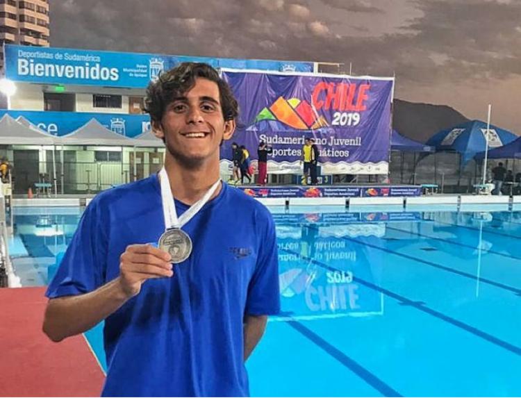 Lucca Piloto, de 16 anos, é uma das promessas olímpicas da natação brasileira - Foto: Divulgação