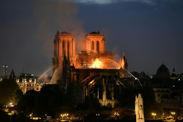 Causas do incêndio estão sendo investigadas pelo Ministério Público francês - Foto: Bertrand Guay | AFP