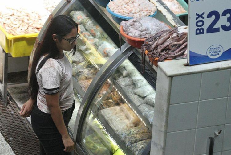 Procon irá fiscalizar grandes e pequenos estabelecimentos que comercializam produtos como ovos de chocolate, bacalhau, camarão, peixes - Foto: Luciano da Matta | Ag. A TARDE