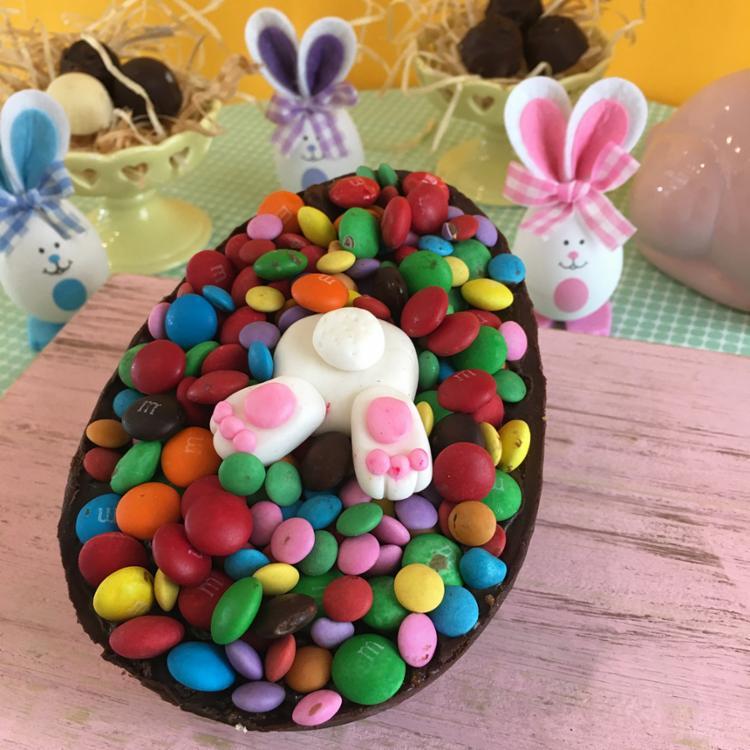 Ovos personalizados são opções diferentes para presentear nesta Páscoa - Foto: Divulgação | Bolo das meninas