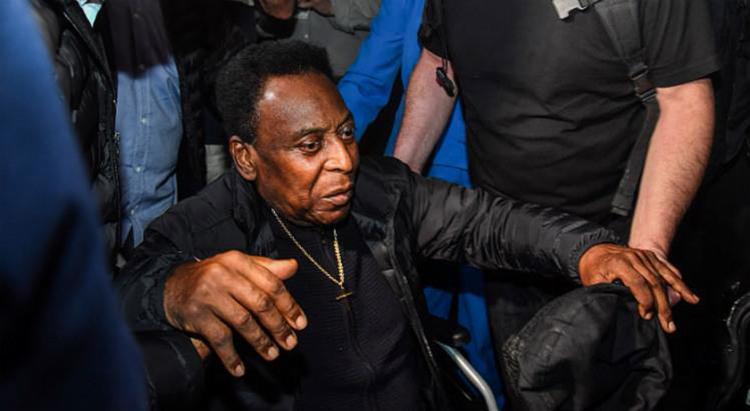 O Rei do Futebol, que já retornou ao Brasil, ficou cinco dias internado em Paris - Foto: AFP