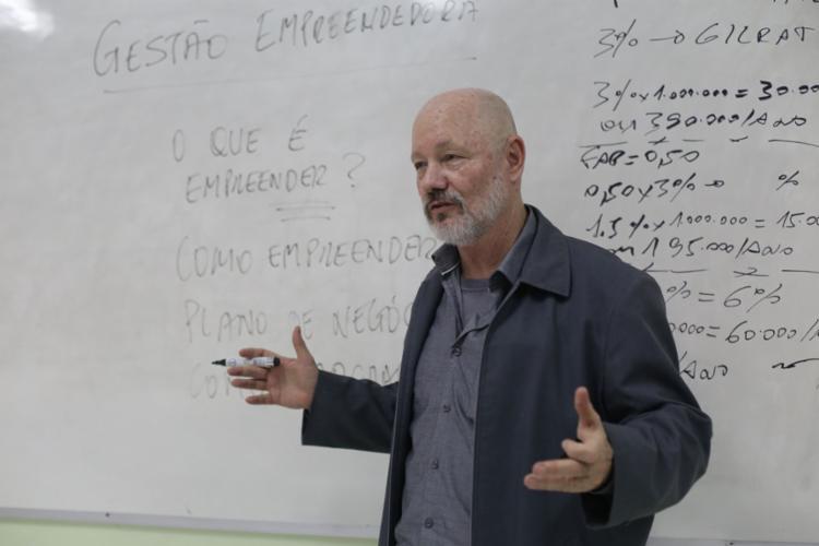 Piotr introduziu a educação empreendedora na Dom Pedro II - Foto: Uendel Galter l Ag. A TARDE