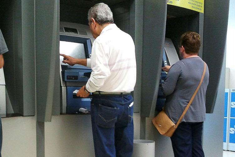 Proposta garante que caixas eletrônicos possuam dispositivos que impossibilitem visão das transações - Foto: Marcos Santos   USP Imagens