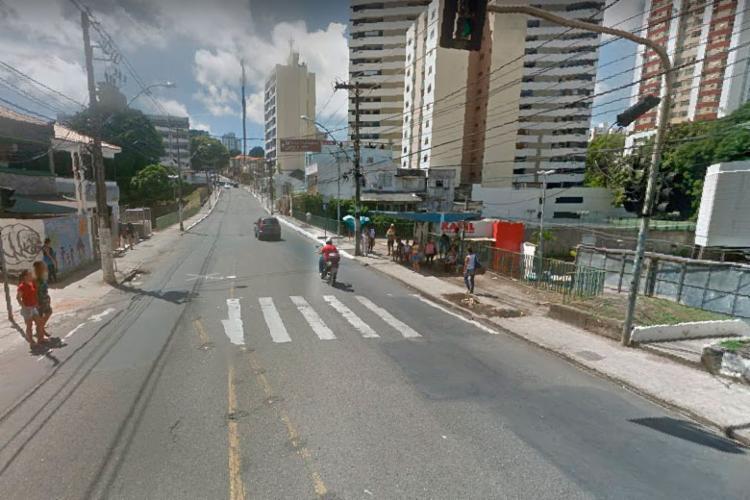 Caso aconteceu em ponto de ônibus na rua Padre Feijó, no Canela - Foto: Reprodução   Google Street View