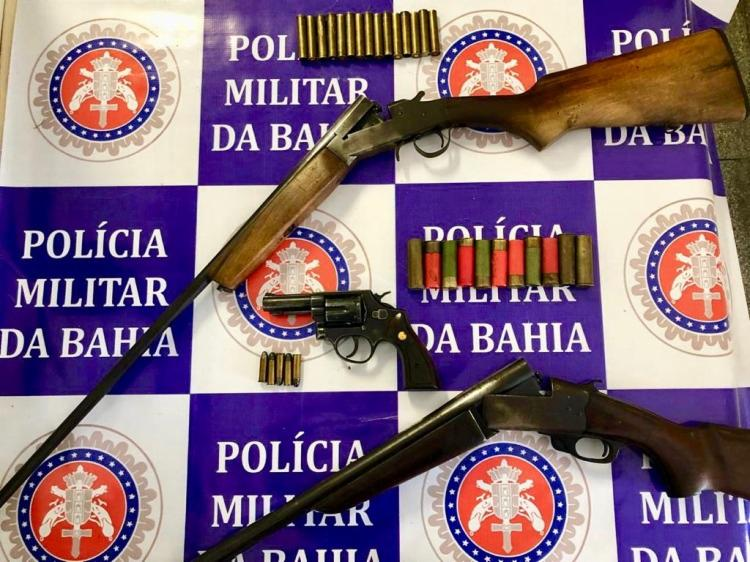 Foram encontrados espingardas, revólver e munições - Foto: Divulgação   SSP-BA