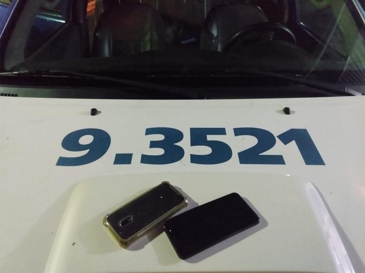Dois aparelhos celulares foram recuperados pela polícia - Foto: Divulgação | SSP-BA