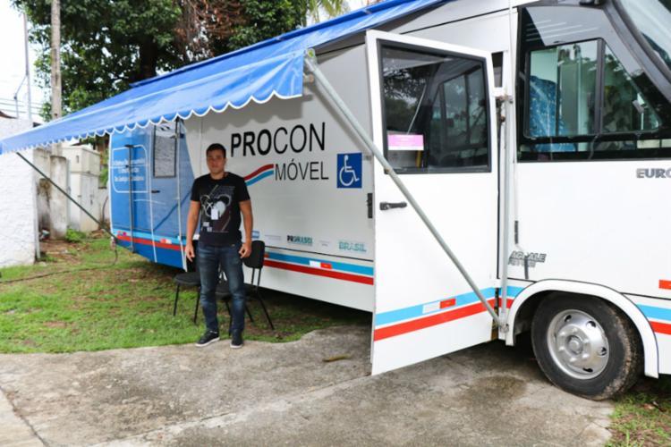 Procon Comunidade auxilia cidadãos com dificuldade de se deslocar aos postos do órgão - Foto: Divulgação   SJDHDS
