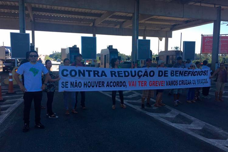 Grupo protesta em frente ao pedágio da BA-099 - Foto: Divulgação | Fenecrep