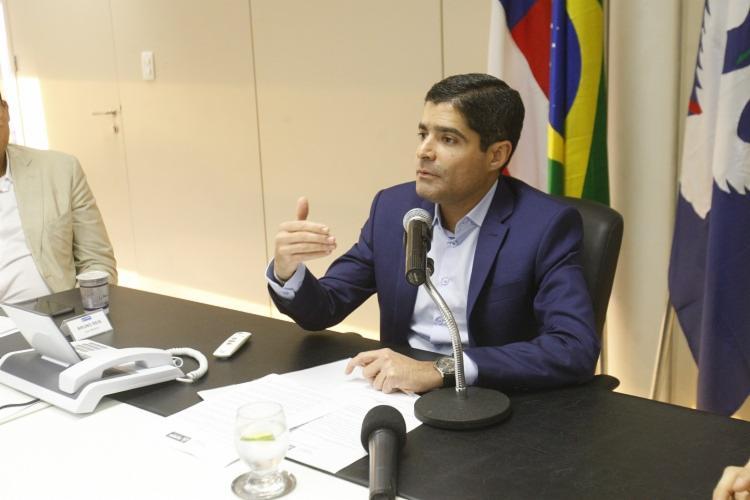 ACM Neto conversou com a imprensa após reunião com o presidente Jair Bolsonaro e o ministro Onyx Lorenzoni - Foto: Luciano Carcará | Ag. A Tarde