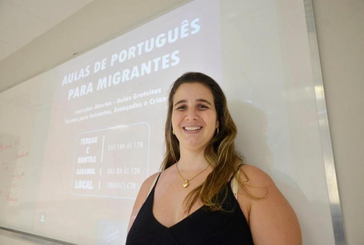 Rafaela Ludolf criou o curso O Refúgio em Salvador, que atende refugiados e imigrantes - Foto: Shirley Stolze / Ag. A TARDE