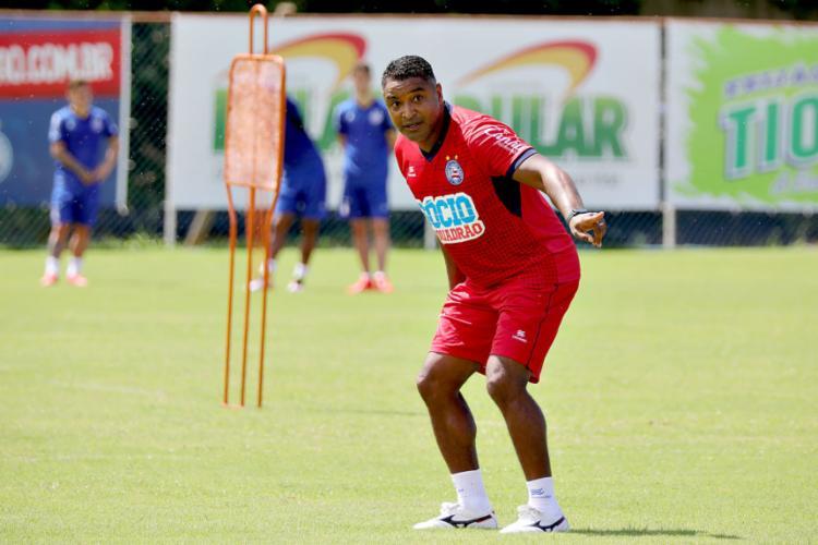 Torcedor tricolor espera de Roger um Bahia melhor que na primeira final do Baianão - Foto: Felipe Oliveira l EC Bahia