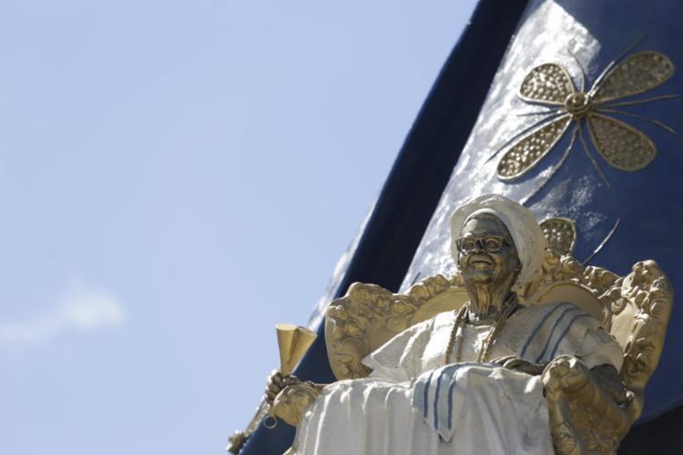 A escultura foi feita pelo escultor Tatti Moreno e é uma homenagem a memória da mãe de santo do Ilê Axé Opó Afonjá - Foto: Raphael Müller | Ag. A TARDE