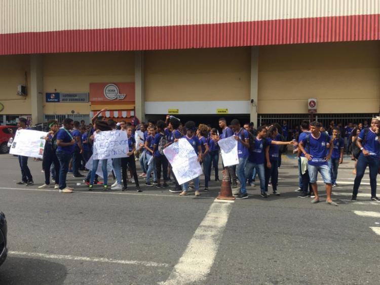 Os estudantes cobram melhorias de infraestrutura - Foto: Felipe Iruatã | Ag. A TARDE