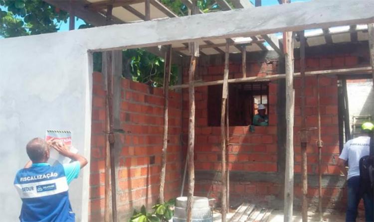 Casas foram erguidas em áreas protegidas por lei - Foto: Divulgação | Sedur