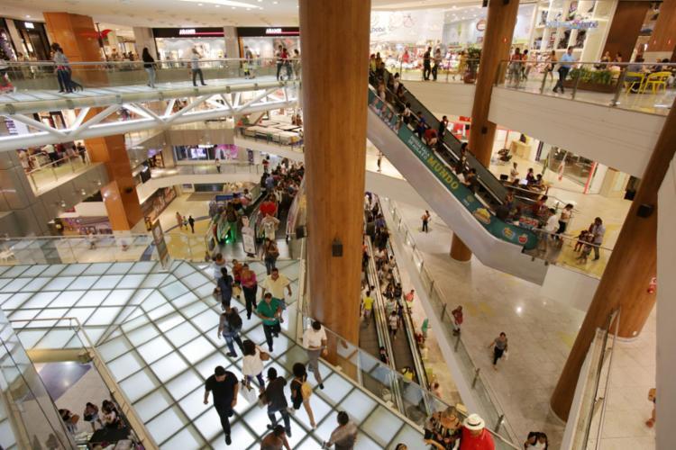Os shoppings da capital abrirão as lojas no Domingo de Páscoa, 21 - Foto: Adilton Venegeroles l Ag. A TARDE